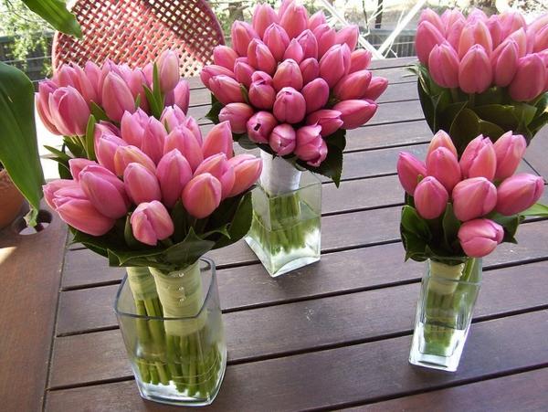 elegante tischdeko mit tulpen blumengestecke selber machen
