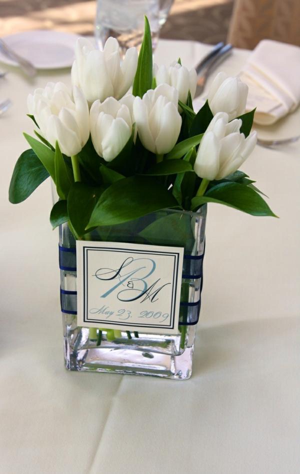 care for tulips in vase tischdeko mit tulpen festliche. Black Bedroom Furniture Sets. Home Design Ideas