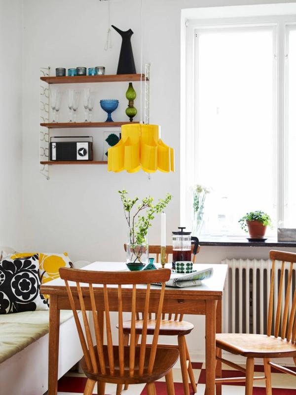 esstisch holz esszimmer einrichten hängeleuchten pendelleuchten gelb