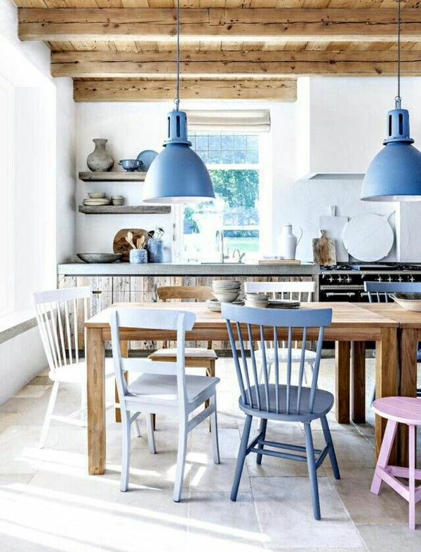 Esstisch Holz Esszimmer Farbige Stühle Pendelleuchten Blau
