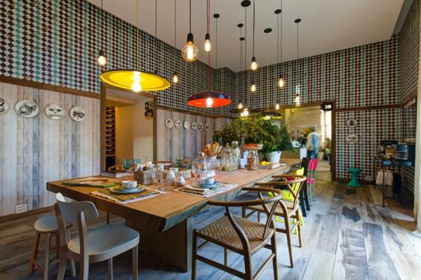 esszimmertisch mit stühlen pendelleuchten esszimmer einrichten pastellfarben