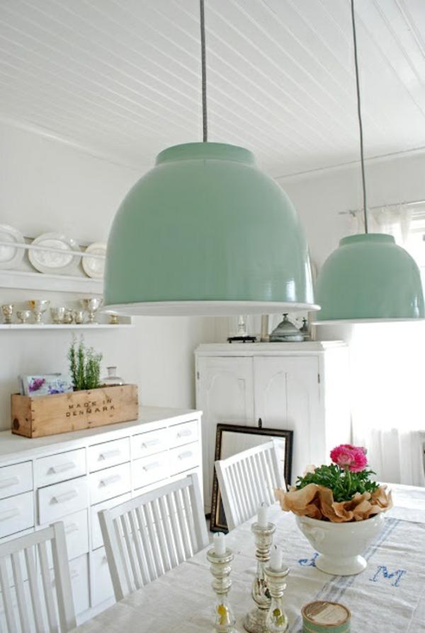 esszimmertisch mit stühlen pendelleuchten pastellfarben esszimmer