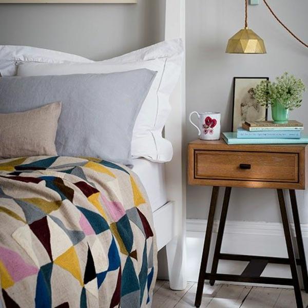 farben schlafzimmer bett bettwäsche muster wandfarbe grau