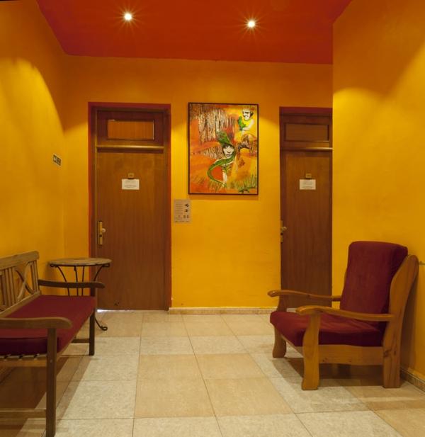 farbgestaltung flur gelb orange decke