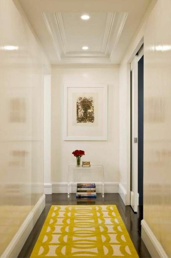 farb gestaltung flur weiß gelber teppich