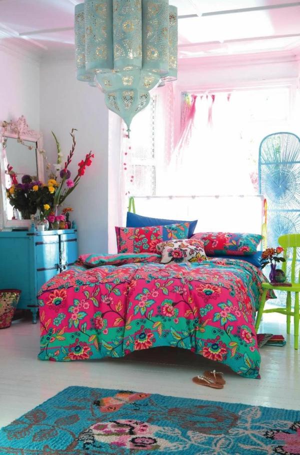 farbgestaltung schlafzimmer bett bettwäsche blumenmuster orientalischer stil