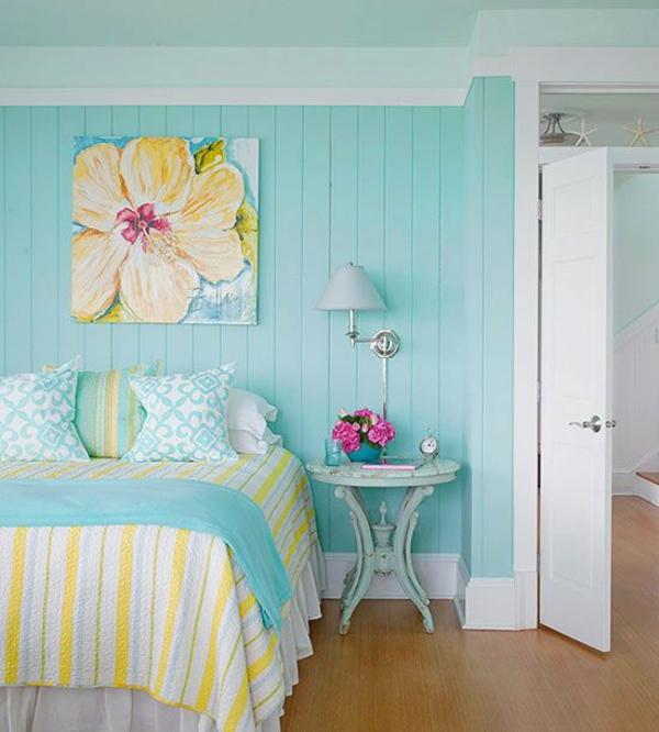 farbgestaltung schlafzimmer bett bettwäsche streifenmuster wandfarbe blau
