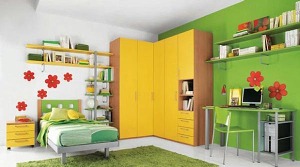farbidee wohnzimmer gelber kleiderschrank
