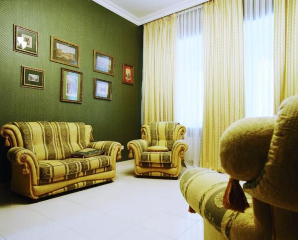farbidee wohnzimmer grasgrün retro