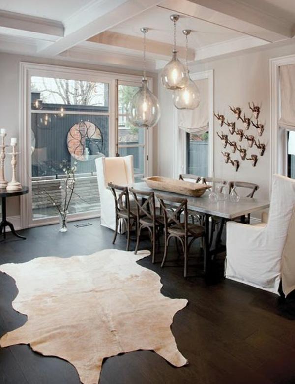 Fellteppich Esszimmertisch Mit Stühlen Pendelleuchten Esszimmer Glas