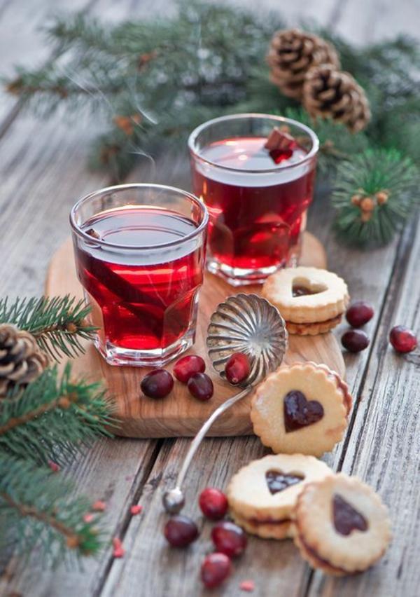 festliche weihnachten einfache plätzchen tischdeko backen rot saft