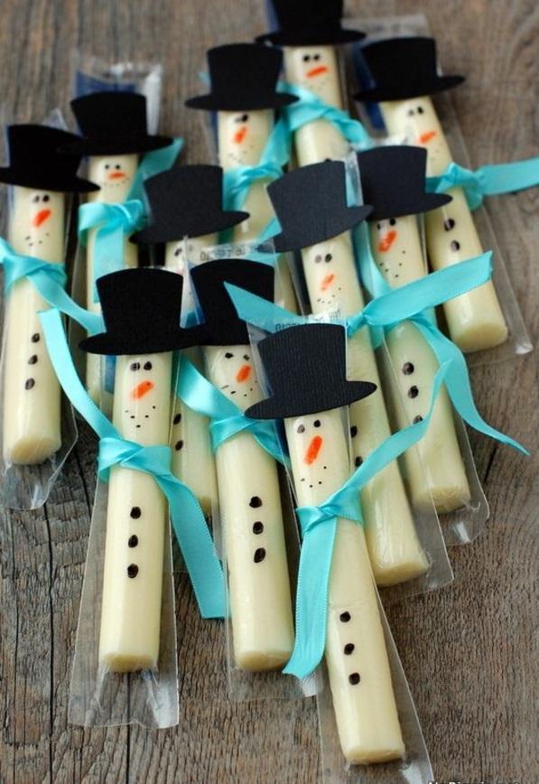 festliche tischdeko weihnachten einfache plätzchen backen schneemann