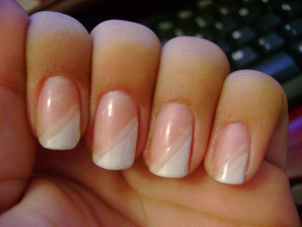 fingernägel-bilder-schlichte-nägel-rosa-weiß-schräg