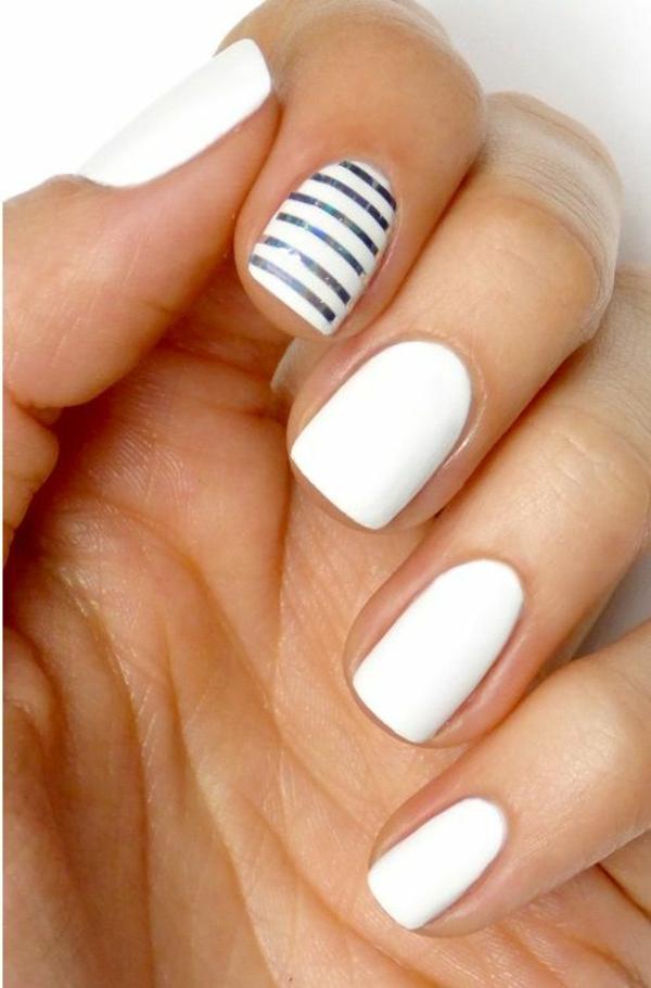 fingernägel bilder schlichte nägel silber streifen weiß