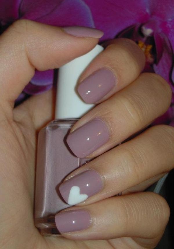 fingernägel bilder schlichte nägel zartes rosa altrosa herz muster