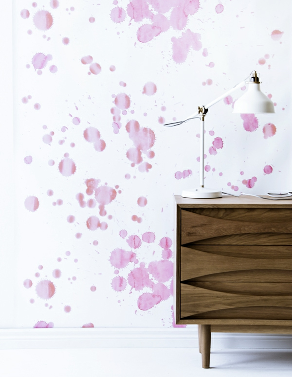 flecken rosa kommode weiß wandfarbe