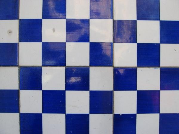 fliesen muster kobaltblau weiß schachmatt muster