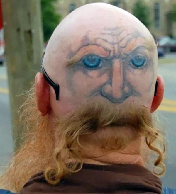 haarschnitt blond bart tattoo