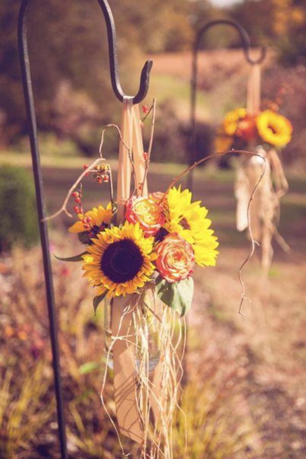 herbst rustikal blumen balkon blumen im herbst sonnenblumen lebendig
