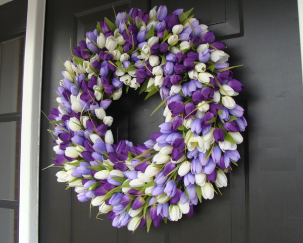hochzeitsdeko ideen tischdeko mit tulpen weiß lila türkranz