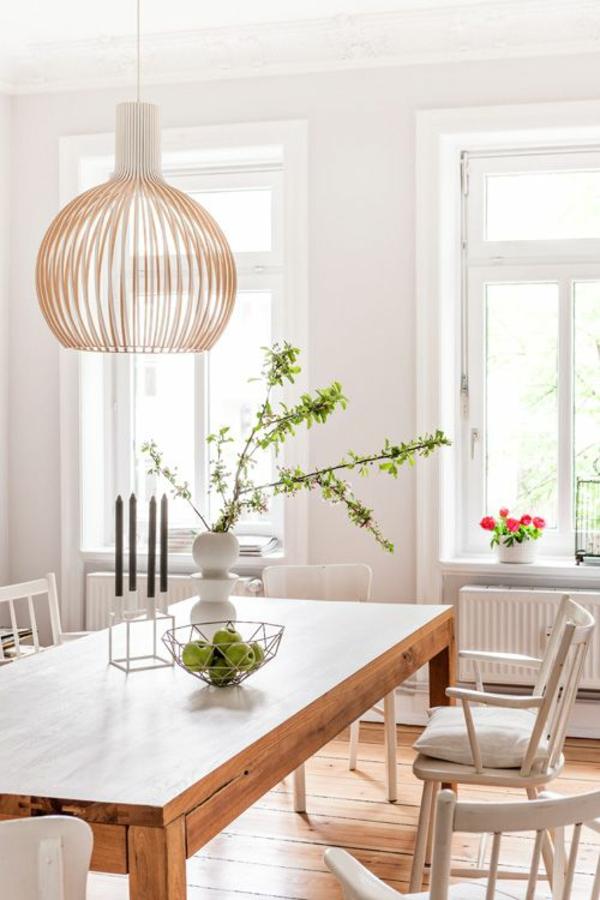 holz esszimmertisch mit stühlen weiß pendelleuchten design