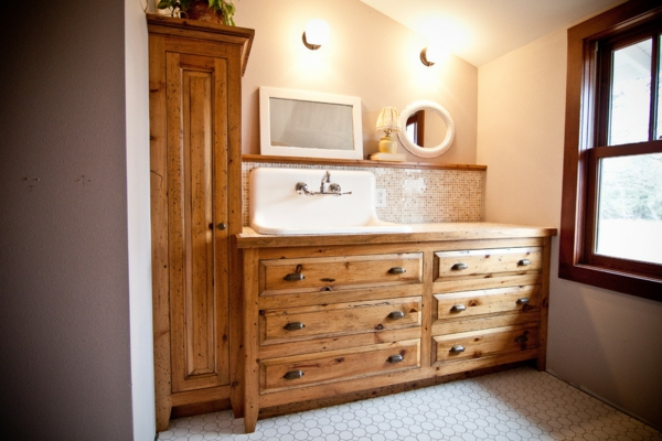 Holz im Badezimmer - Landhausstil im Bad für entspannende Atmosphäre