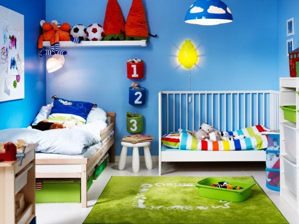 Idee Kinderzimmer Gestaltung Apfelgrüner Teppich Blaue Wand