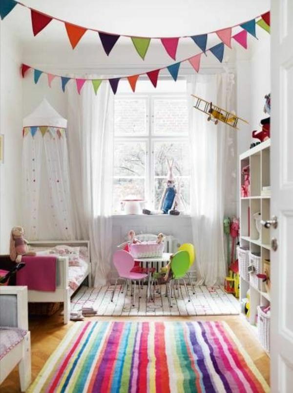 idee kinderzimmer gestaltung gestreifter teppich