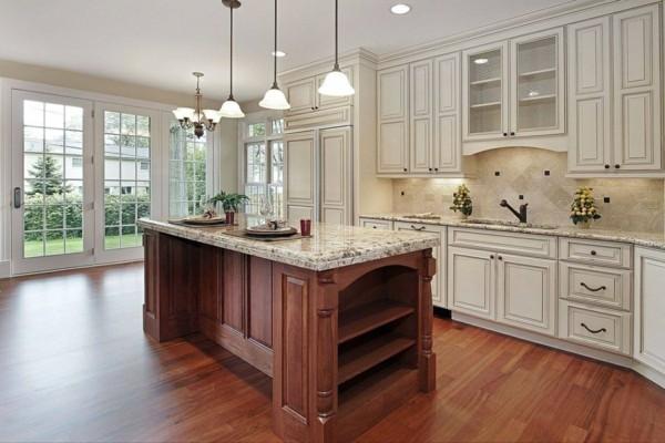 küche mit kochinsel geräumige küche einrichten in neutralen farbtönen