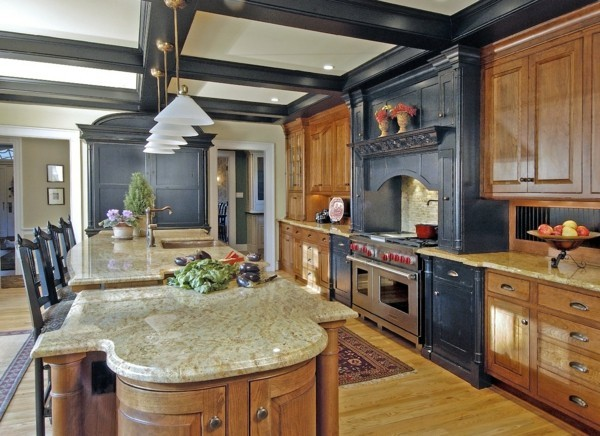küche mit kochinsel große arbeitsoberfläche und schöne materialien