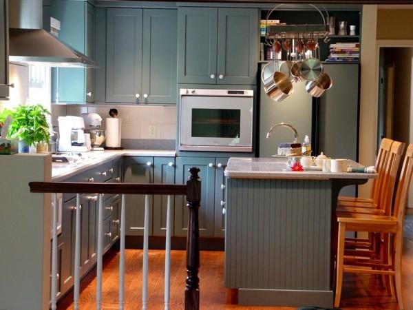 küche mit kochinsel kleine küche mit grünen küchenschränken und kochins l