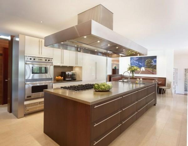 küche mit kochinsel in minimalistischem stil