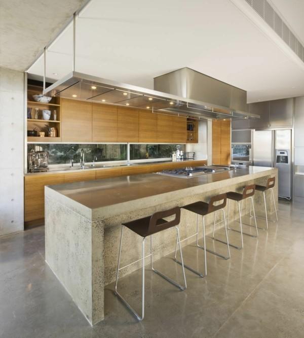 küche mit kochinsel robuste kücheninsel in trendiger farbe und faszinierende beleuchtung
