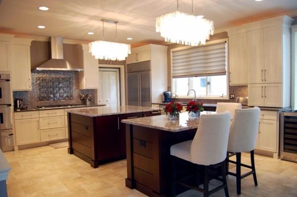 küche mit kochinsel symmetrische kücheninseln und schöne beleuchtung