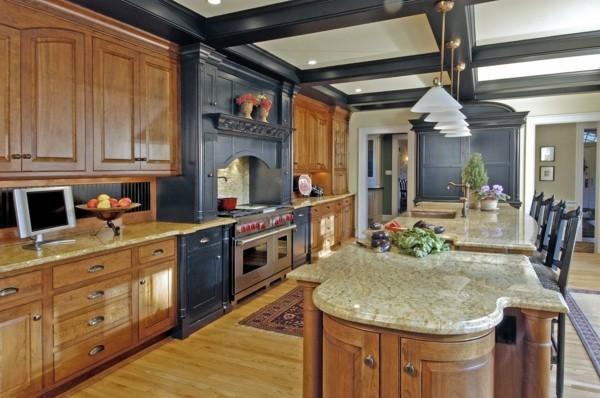 küche mit kochinsel traditionelles küchendesign mit schwarzen akzenten