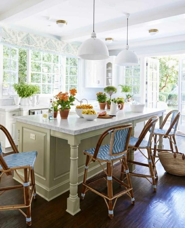 Küche Mit Kochinsel Mit Pflanzen Und Pendelleuchten