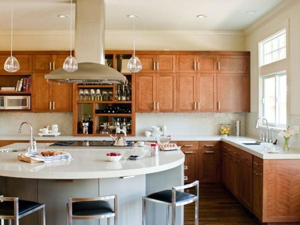 küche mit kochinsel ausgefallene kücheninsel in weiß mit stauraum