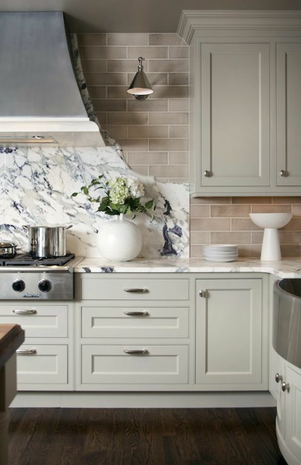 küchenfliesen wand fliesen farben braun marmorfliesen rückwand küche