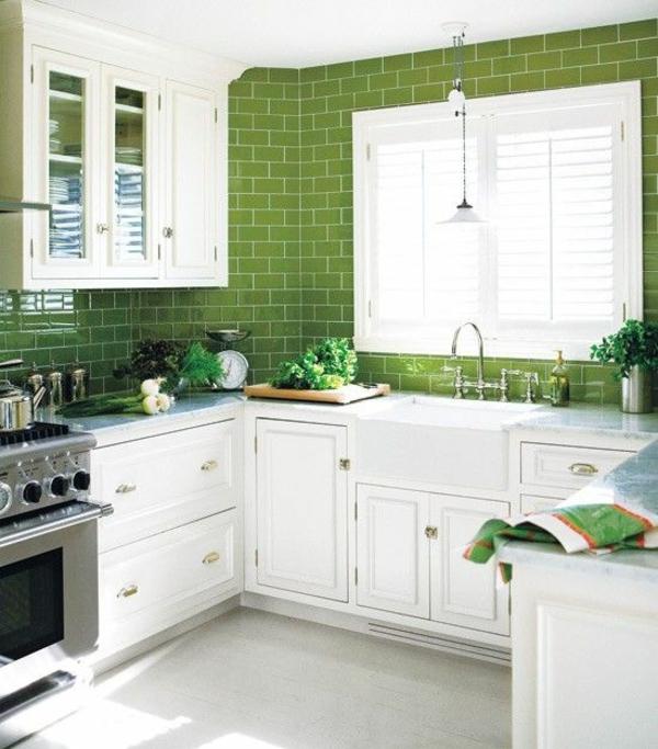 küchenfliesen wand fliesenfarbe grün rückwand küche
