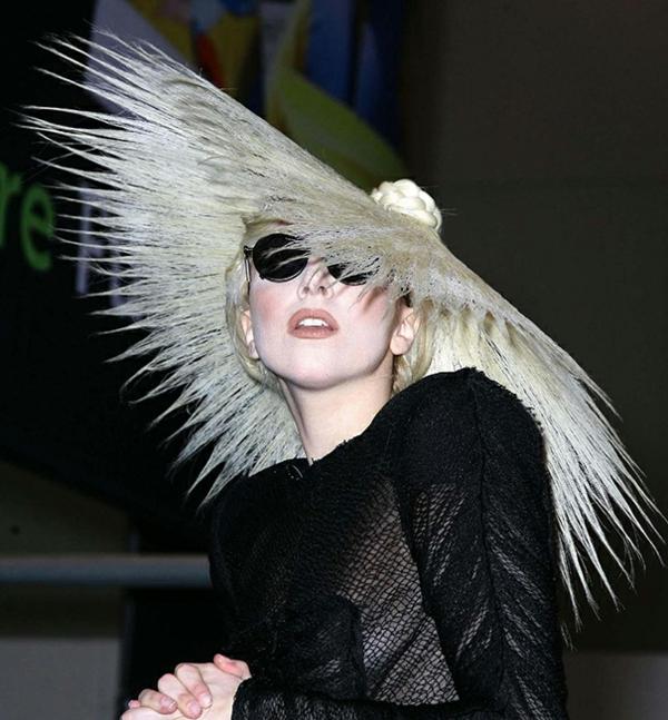 lady gaga haare hut blond attraktiv