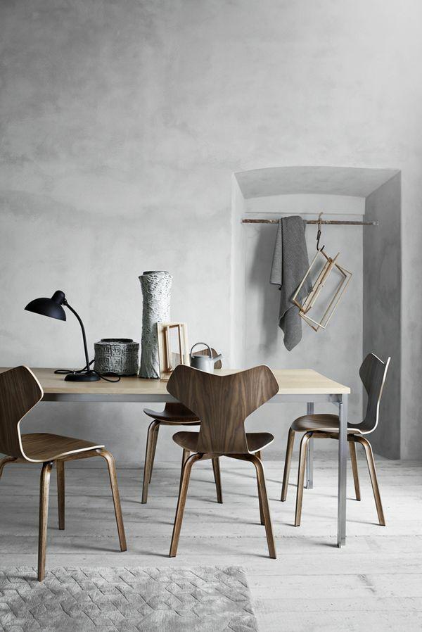 landhausstil wohnzimmer modern einrichten holzmöbel betonwände