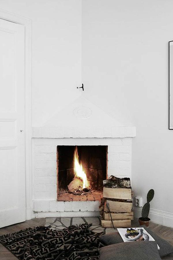 landhausstil wohnzimmer rustikale möbel kamin sitzkissen