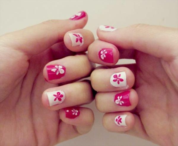 fingernägel design pink weiß blumen