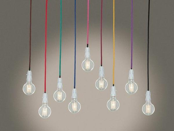 Bunte Kabel pendellen die aktuelle tendenz in der welt der beleuchtung