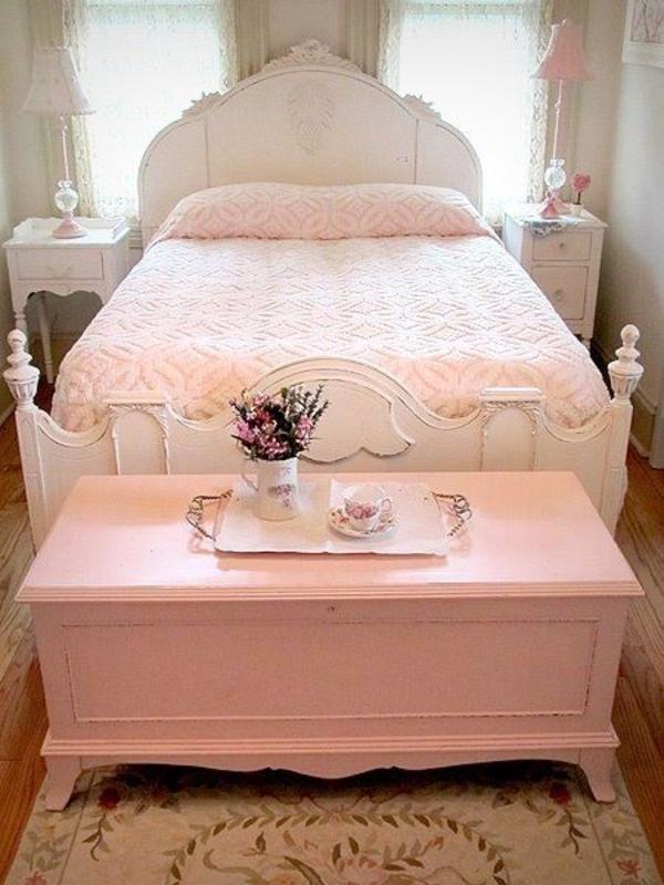 schlafzimmer alte truhe