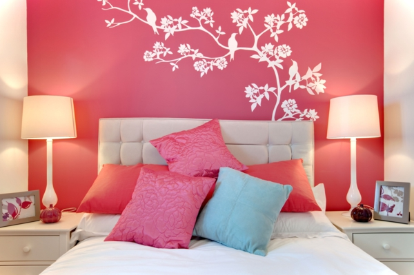 rosa schlafzimmer kopfkissen wandtattoo