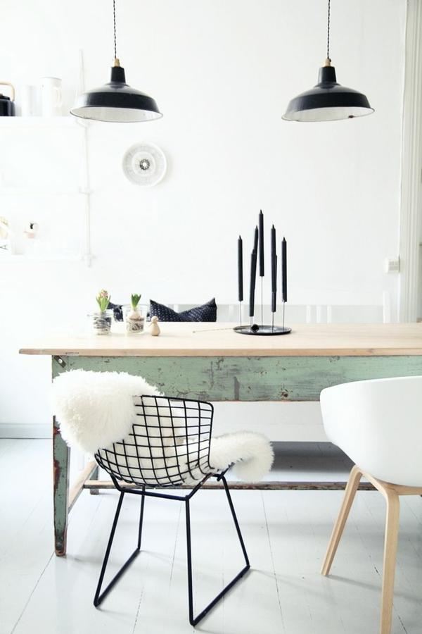 rustikale einrichtungsideen esszimmertisch mit stühln  pendelleuchten