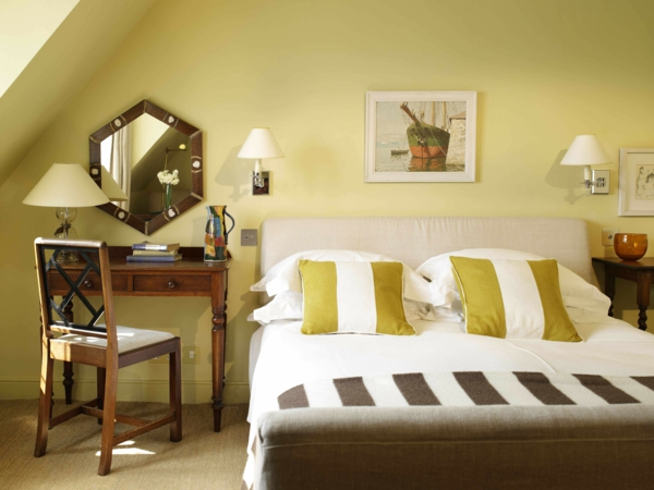 schlafzimmer farbgestaltung wandfarbe gelb farbpalette wandfarben ideen