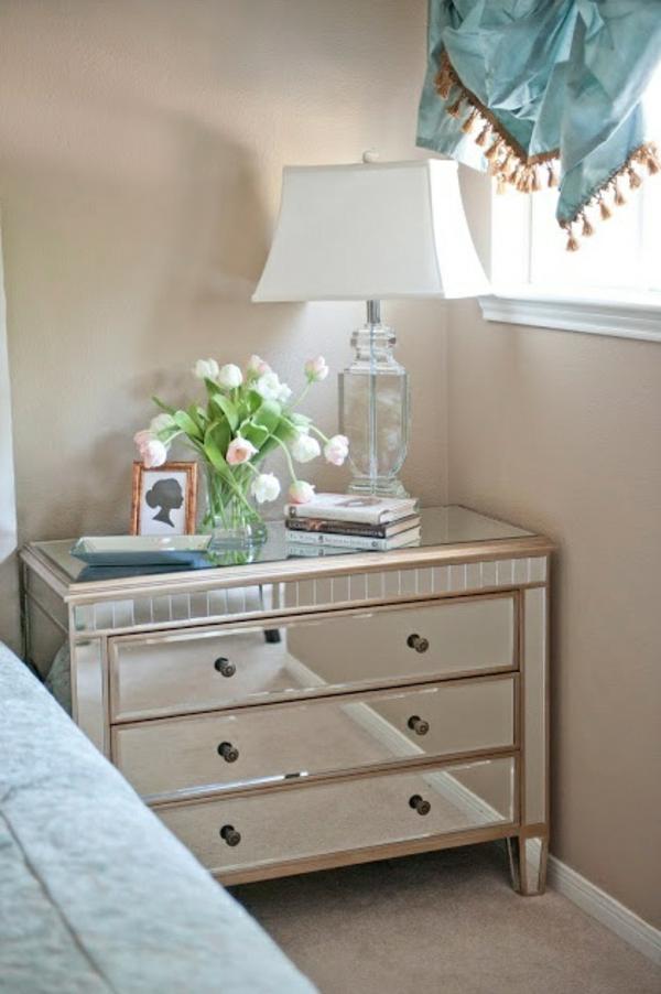 schlafzimmer nachttisch kommode vase mit tulpen
