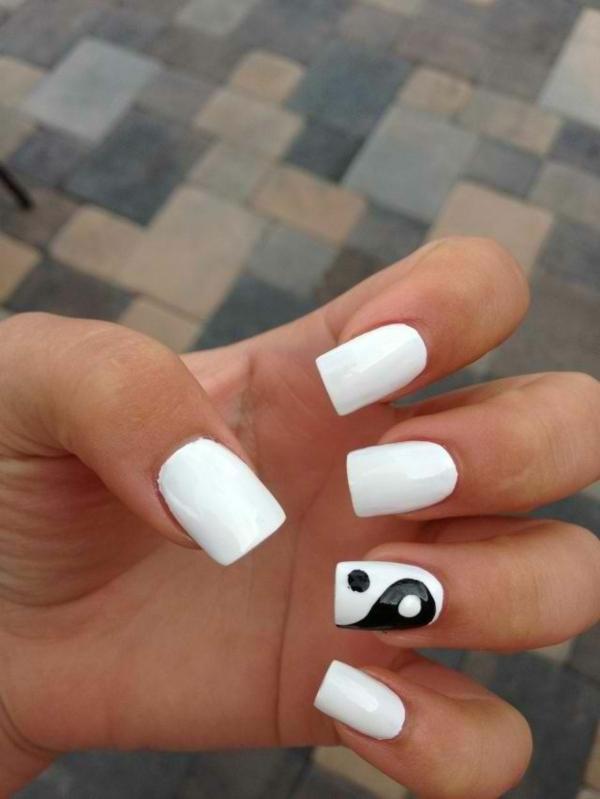 schlichte nägel fingernägel bilder schlichtes nageldesign weiß ying und yang